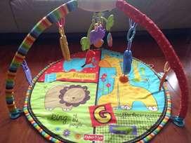GIMNASIO PARA BEBÉ con música y juegos marca Fisher-Price Luv u Zoo DELUXE Musical Mobile Gym.