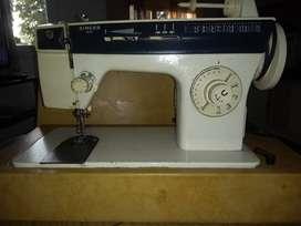 vendo maq. de coser SINGER 785