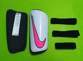 Canilleras Nike y Adidas