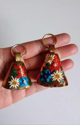 Campanitas de adorno de metal pintadas a mano