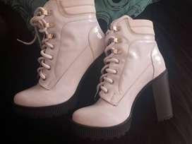 se venden botas nuevas