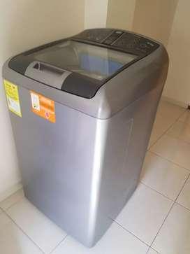 Lavadora centrales 16 kg, como nueva.
