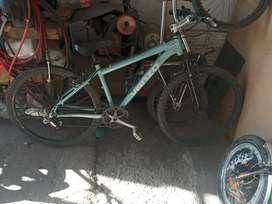 Vendo bici rodado 26 todo aluminio marca venzo