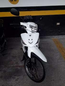 Cripton 115, Yamaha Blanca con negro freno de disco encendido eléctrico y pedal único dueño al día, entrega con carpeta