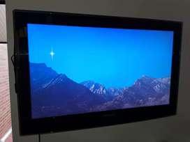 Televisor Samsung 32'' con base de mesa