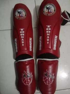 Canilleras Rojas de kick boxing