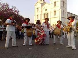 Grupo de flauta de millo y tambores
