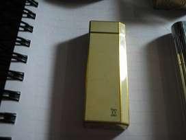 Encendedor a gas CARTIER,de laca y oro