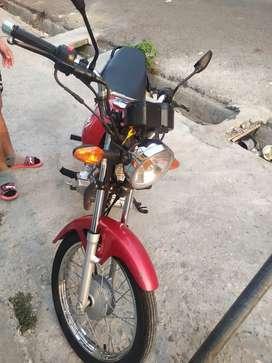 Vendo moto Suzuki x4 año 2020