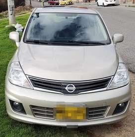 Nissan tiida. Premium 1.8. 2012