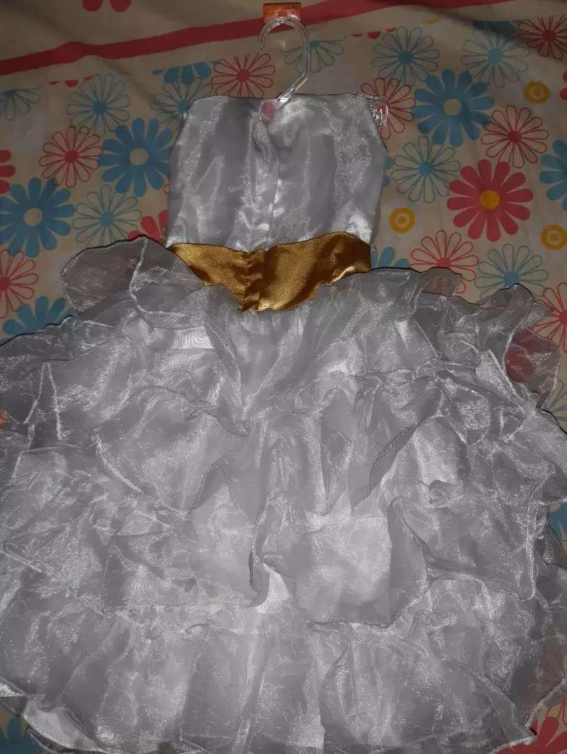 Se vende vestido para bautizo 0