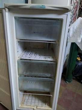 VENDO Whirpool freezer Vertical – BAJO MESADA