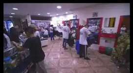 Bendo peluquería y barberia con almacén de productos de belleza local grande se ace contrato de arrendamiento acreditado