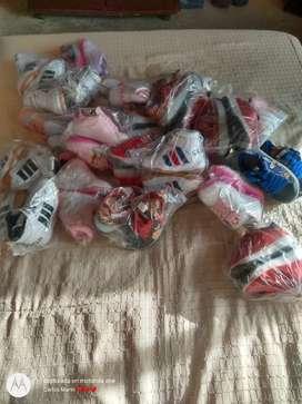Vendo lote de 23 pares de tenis para niño y niña