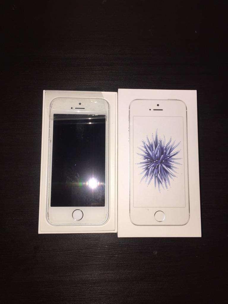 iPhone SE blanco 0
