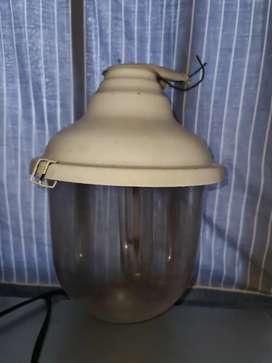 Accesorio portalámpara para jardin/vereda con lámpara de sodio