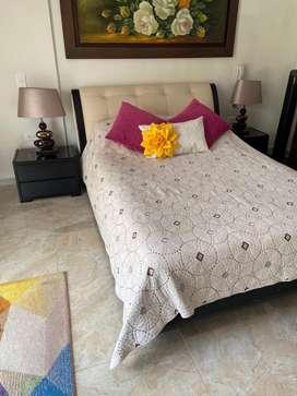 Vendo cama doble con sus mesas de noche