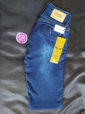Jeans para Dama remate talla 14 Studio F
