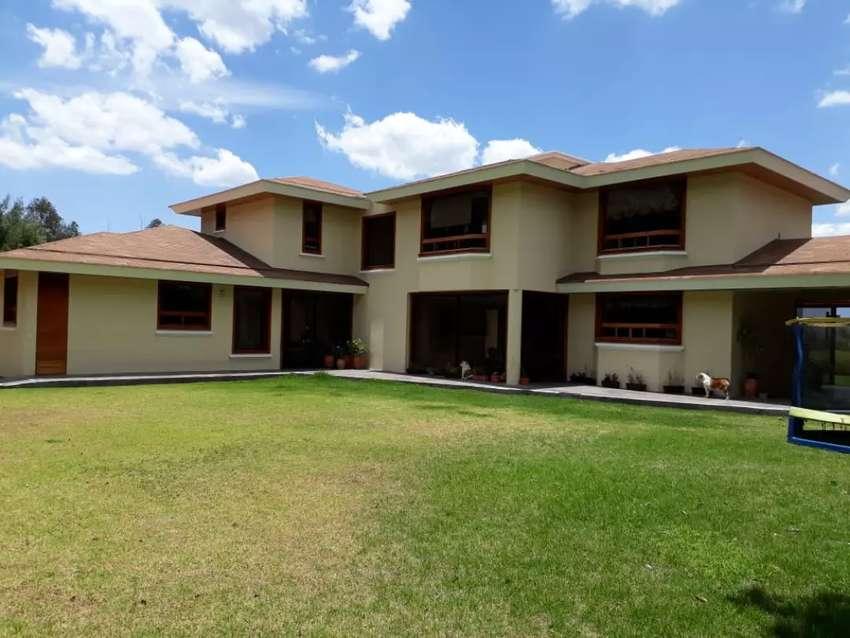 Cumbaya  Rincon del valle  urbanización  exclusiva vendo Casa lujo 0