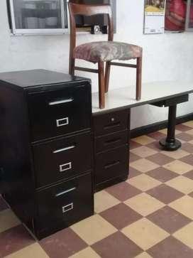 Ganga aproveche escritorio, silla y archivador.