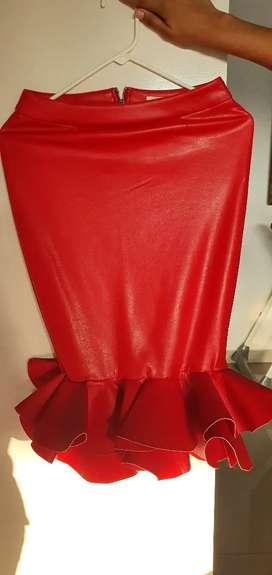 Falda elegante roja