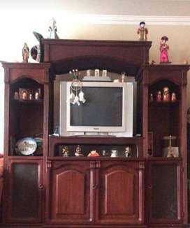 Muble con tv antigua