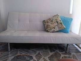 Sofa Cama tres posiciones, marca Tugo, 2años de antigüedad