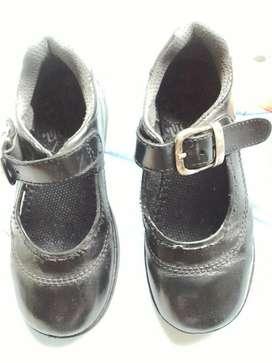 Vendo Zapatos Colegial Talla 30