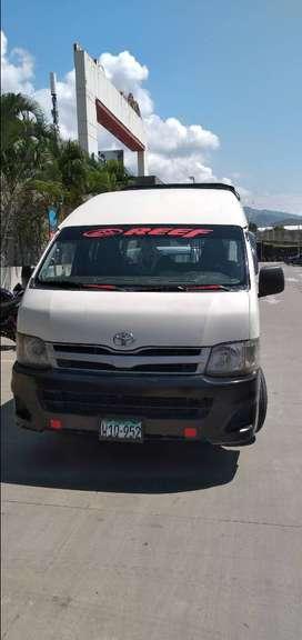 Se vende combi Toyota Ace motor 5L año 2011 techo alto Jaen Cajamarca