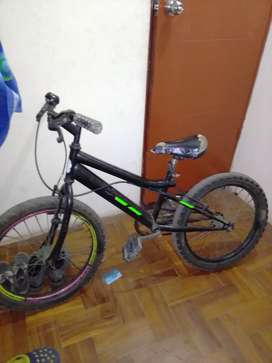 Vendo bicicleta con puños nuevos cadena nueva acabada de pintar tunning