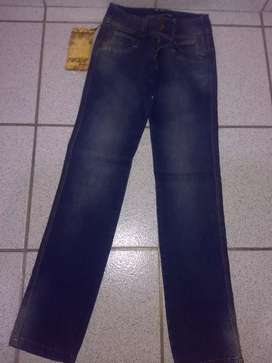 Vendo jean para dama talla 6 NUEVO tiro bajo