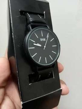 Reloj nuevo muy elegante 15$