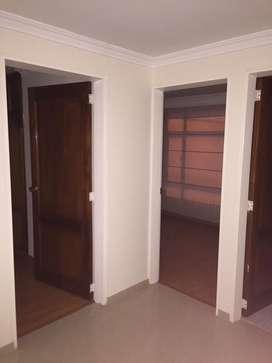 Casa con 5 habitacion, 5 baños, parqueadero para dos carros.
