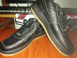 Zapatos negros Nike colegiales número 38 nuevos