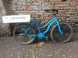 Bicicleta de mujer lista usar le falta el haciento nada más
