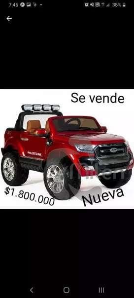 Se vende Camioneta Ford 4x4 color rojo.