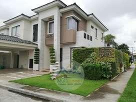 Venta Casa en la Vía Samborondon, en Urb. Estancias del Rio, cerca CC el Dorado
