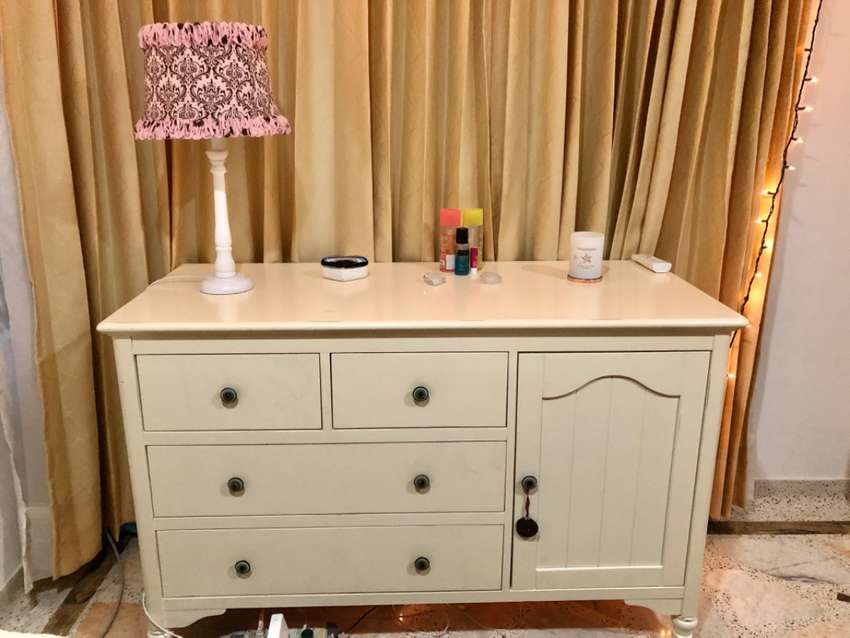 Vendo cajonera y/o cómoda usada con 5 años  de antigüedad color  beige Claro en perfecta condiciones 0