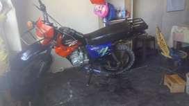Vendo moto croos motor 200
