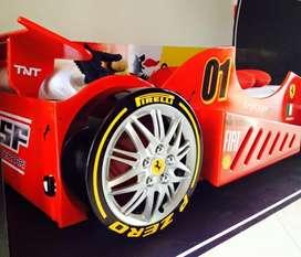 Cama carro Formula 1 en madera con colchón