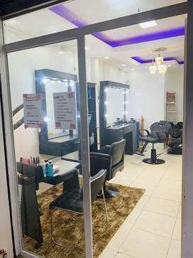 Se vende peluqueria en exelente estado