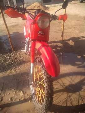 Vendo moto XL 185