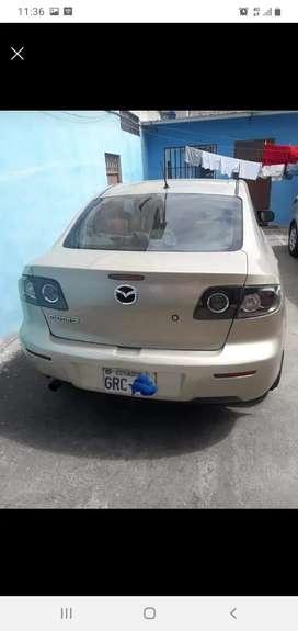 Se vende por motivo de viaje excelente carro japonés mazda 3
