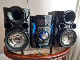 vendo equipo de sonido marca EG mini HI - FI.  SISTEM MCD606