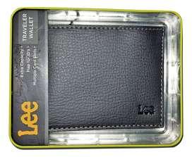 Billetera en cuero Lee Traveler Wallet color negro
