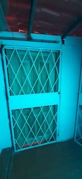 Se vende puertas de protección de hierro