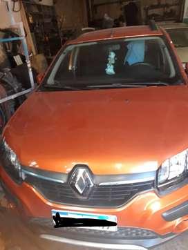 Renault Sandero naranja usado en buen estado