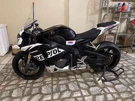Honda CBR1000R9 NO KAWASAKI NO YAMAHA