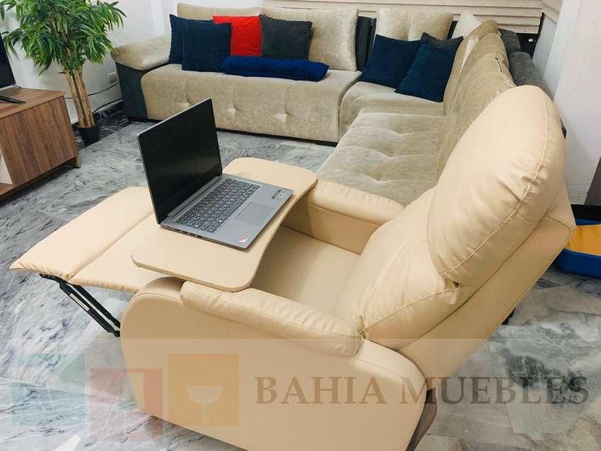 Sofa reclinable con mesa adaptable para laptop varios usos 0