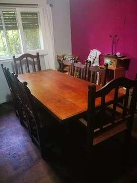 Excelente mesa de algarrobo con 6 sillas y 2 sillones